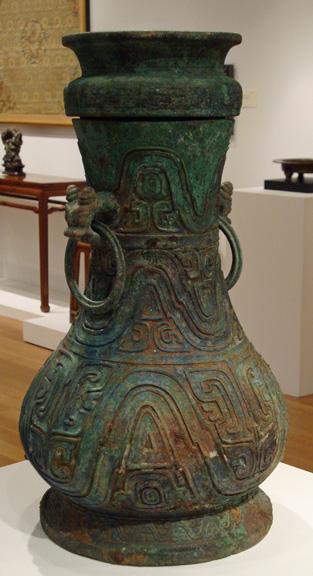 Ritual bronze wine vessel and cover