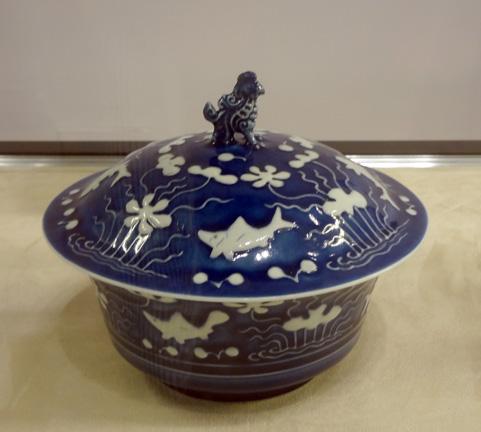 Reverse-decorated blue and white bowl