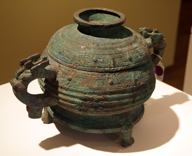 Archaic bronze ritual food vessel and cover (gui)