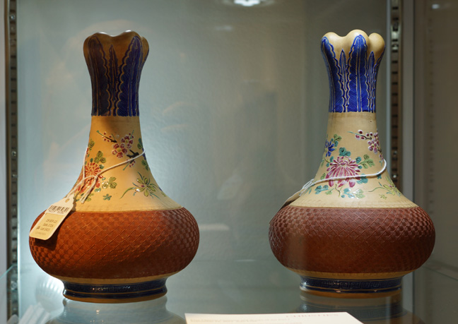 Pair of vases signed by Shen Xi
