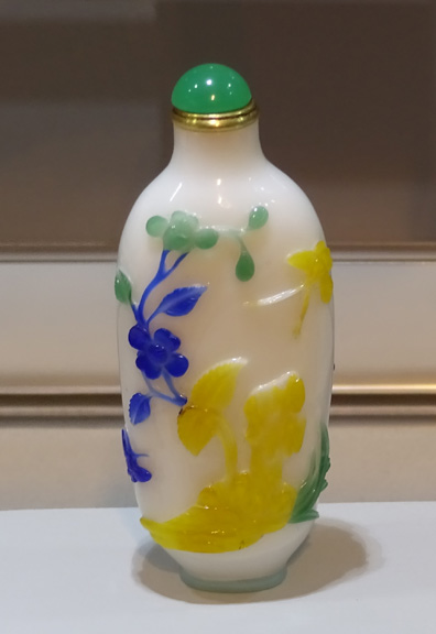 Yellow and blue snuff bottle