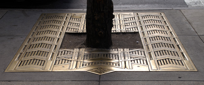 Tree grate at 626 Fifth Avenue