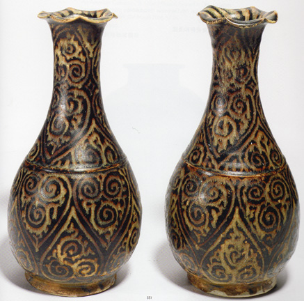 "Pair of ""Jizhou"" vases"