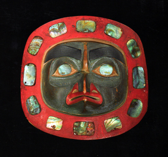 Mask with mother of pearl